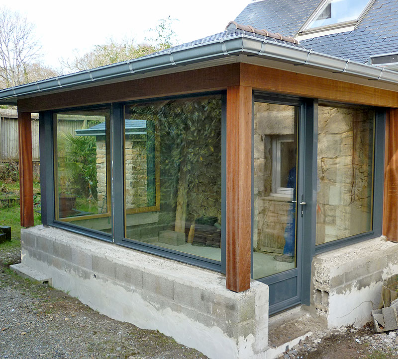 Extension en bow window le loup habitat for Extension maison bow window