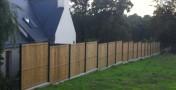 Réalisation d'un mûret pour clôture avec panneaux rigide et brise vue bois à Quimper.